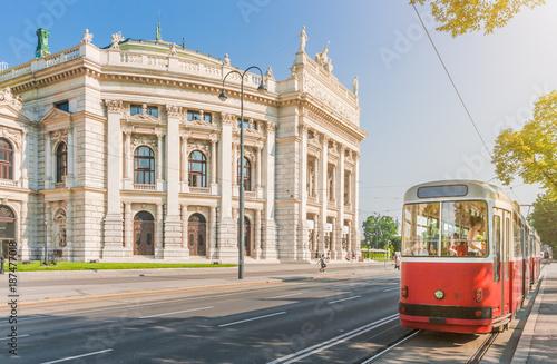 Poster Wenen Wiener Burgtheater with traditional tram, Vienna, Austria