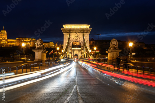 Papiers peints Budapest Chain Bridge at night, Budapest, Hungary