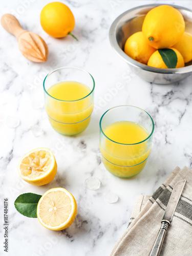 Foto op Plexiglas Sap Two glasses of lemon juice