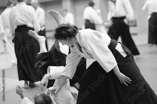 Foto Murales The participants of the training in special clothes of aikido hakama work out the methods of single combat