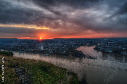 Keuken foto achterwand Zee zonsondergang Hochwasser in Koblenz - Blick auf das Deutsche Eck mit Rhein und Mosel