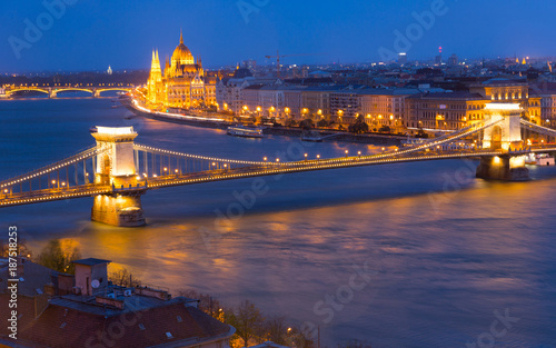 Poster Night view  Hungarian Parliament and Budapest Chain Bridge