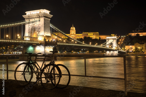 Szechenyi chain bridge and King`s Palace building at night - 187534208