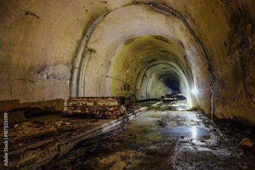 stary-opuszczony-tunel-drenujacy-zalany