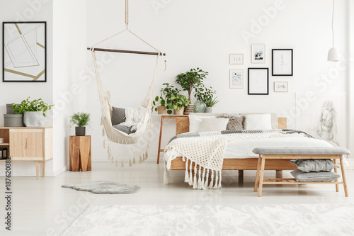 Zobacz obraz White and beige bedroom interior