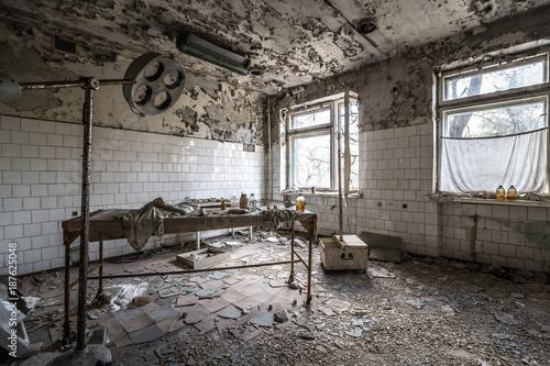 Fotobehang Oude verlaten gebouwen Krankenhaus Tschernobyl