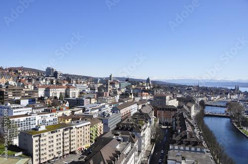 Panorama der Stadt Zürich und des Limmatflusses vom Mariott Hotel in Richtung Westend, - 187635834