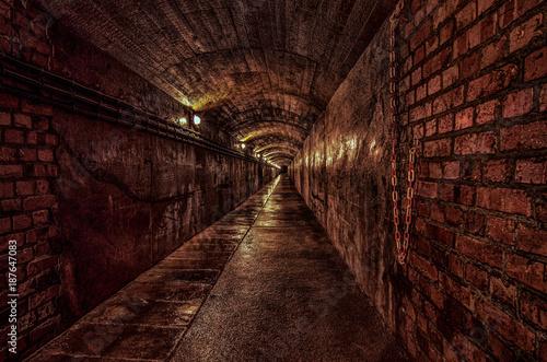 Aluminium Smalle straatjes the tunnel 1