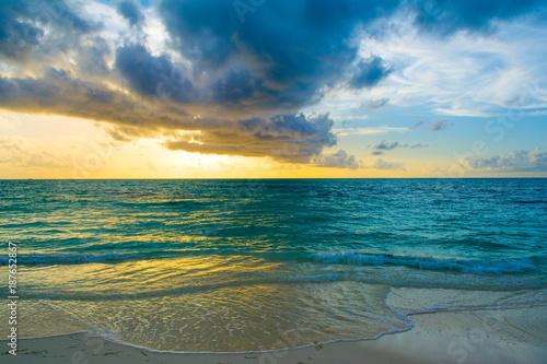 Foto Murales Landscape of beautiful sunset in Maldives