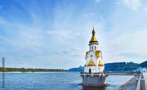 Foto op Plexiglas Kiev Church on river Dnipro, Kyiv, Ukraine