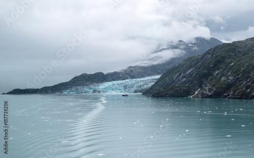 Poster Donkergrijs Skagway. Alaska. Glacier Bay. National Park