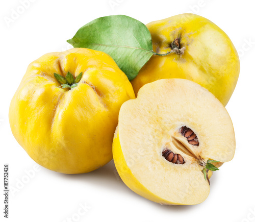 Apple-quince and piece of quince. File contains clipping path. - 187752426