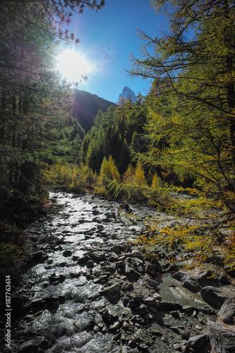 Papiers peints Rivière de la forêt Switzerland Zermat Matterhorn