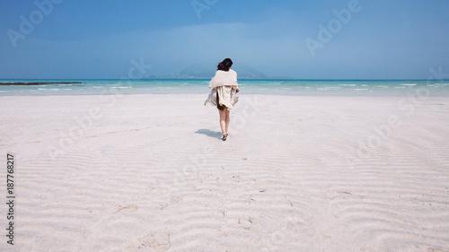 Walking in Tropical Getaway  - 187768217