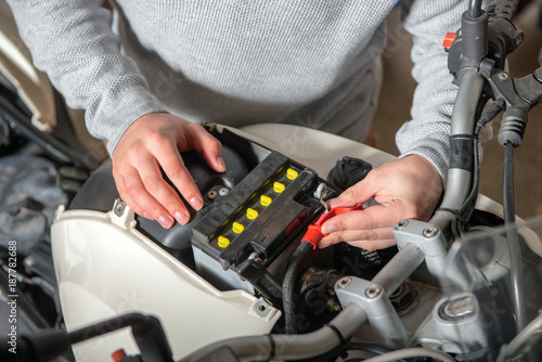 Installation of the motorbike battery