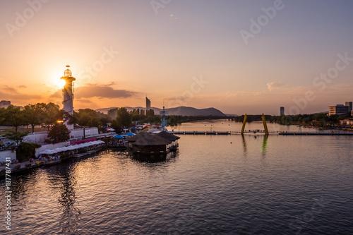 Deurstickers Wenen Sunset over Copa Cagrana /Donauinsel in Vienna, Austria