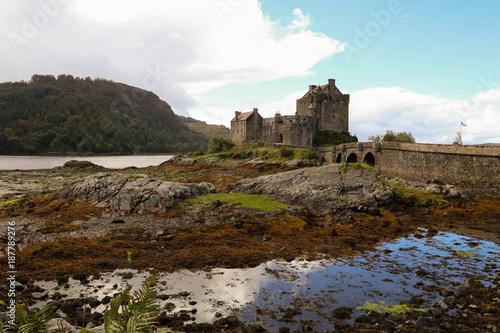 Fotobehang Chocoladebruin Castle Eilean Donan