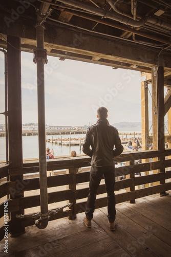 homme en blouson de cuir à San Francisco - 187789421