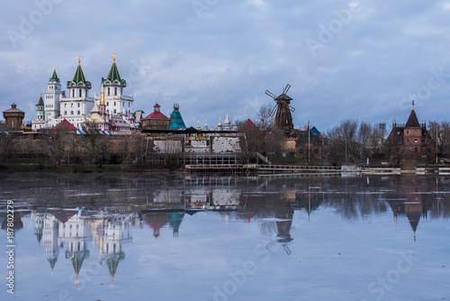 Foto op Aluminium Moskou Winter view of Izmailovo Kremlin with reflection on ice, Moscow city landscape