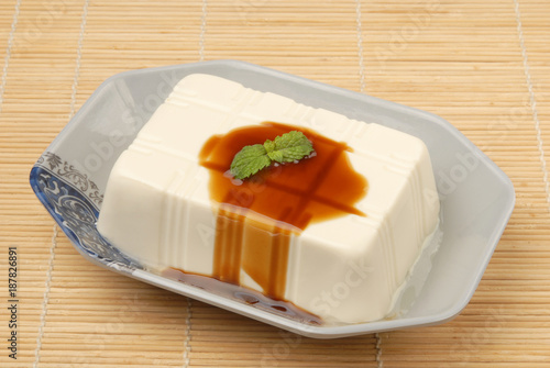 Foto Murales Tofu with  soya sauce on a plate