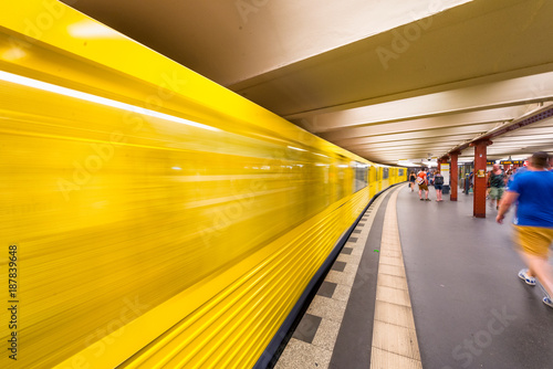 Foto Murales BERLIN, GERMANY - JULY 23, 2016: Yellow subway train speeding up on a city station. Berlin attracts 20 million people annually