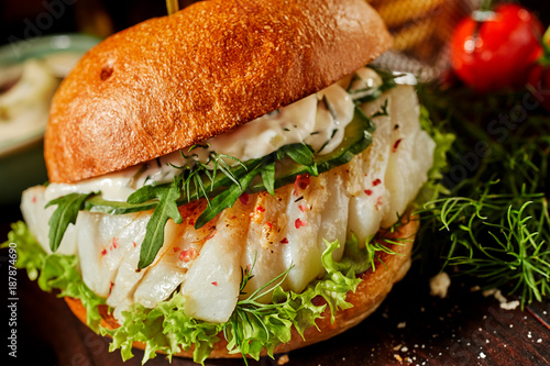 Spicy fish burger with rocket and dill