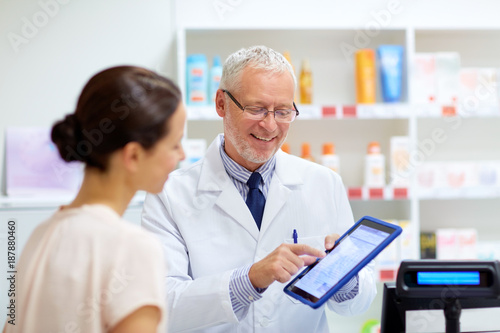 Papiers peints Pharmacie apothecary and customer with tablet pc at pharmacy