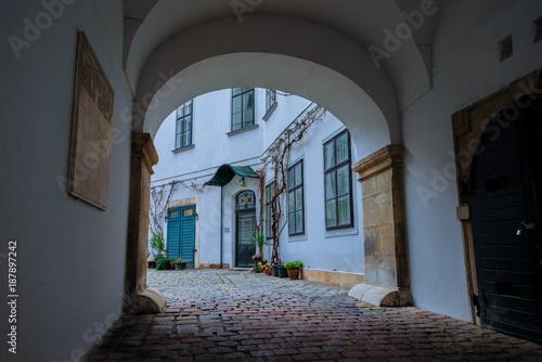 Deurstickers Wenen Verträumter Innenhof in der Wiener Innenstadt