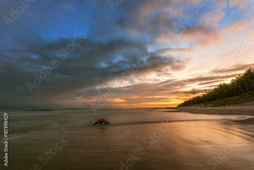Keuken foto achterwand Zee zonsondergang Colorful sunrise over the sea. Nature composition. Concept: weather or travel