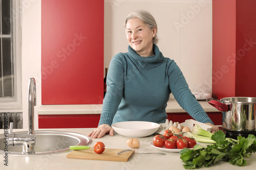 Foto Murales Housewife in the kitchen