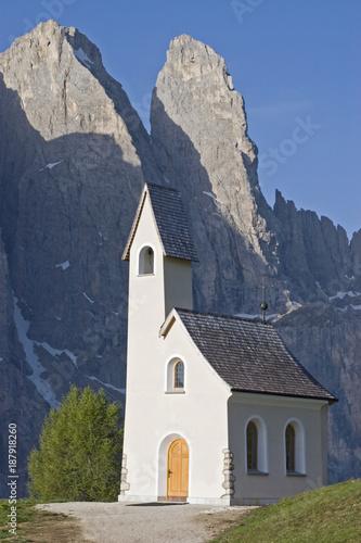 Keuken foto achterwand Natuur Kapelle San Maurizio auf dem Grödner Joch
