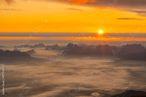 Staande foto Oranje Sunrise And Mist On Mountain, Phu Kradueng National Park, Loei Province, thailand