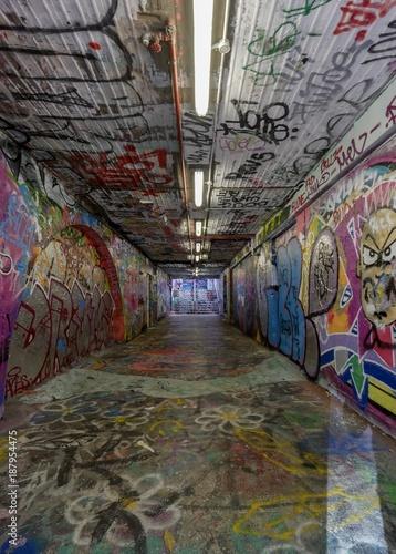 Foto op Canvas Graffiti Graffiti tunnels