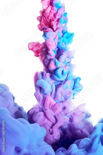 atrament-w-wodzie-plusk-niebieskiej-i-rozowej-farby
