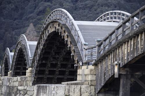 Foto op Canvas Sydney 錦帯橋、木造の古く美しいアーチ橋を寒い日に観た。
