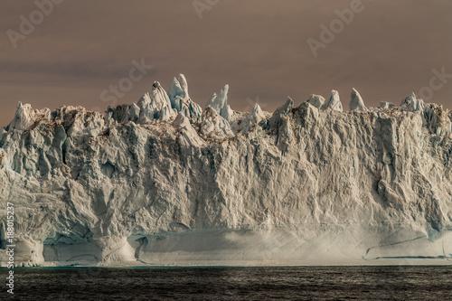 Papiers peints Antarctique bizarrer Eisberg in Grönland
