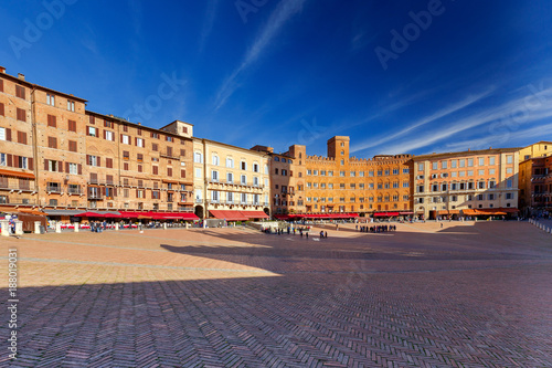 Deurstickers Toscane Siena. The central city square piazza del Campo.