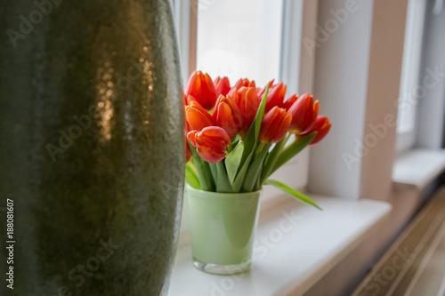 Foto Murales Tulpen auf dem Fensterbrett