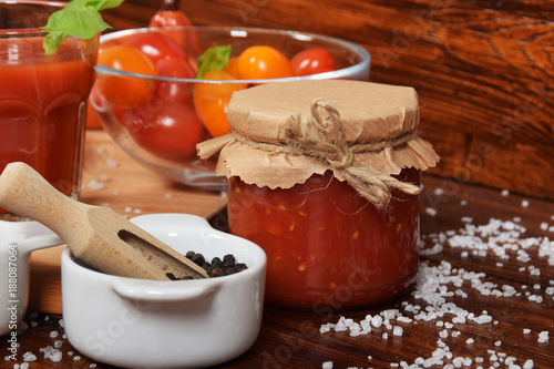 Foto op Plexiglas Sap sweet fresh tomato juice with basil and empty space for text