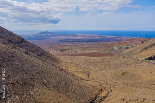 In de dag Canarische Eilanden Volcanic landscape in Lanzarote in day light, Canary islands, Spain