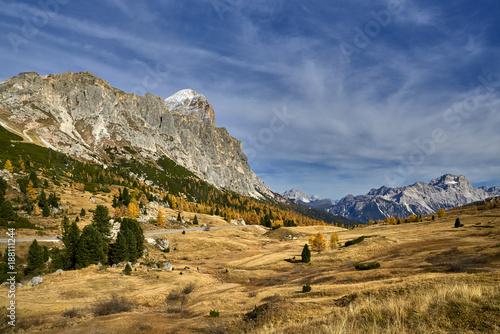 Keuken foto achterwand Natuur Valley below Monte Averau and Croda Negra