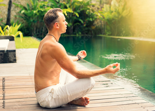 Keuken foto achterwand School de yoga Spritual man meditating in morning