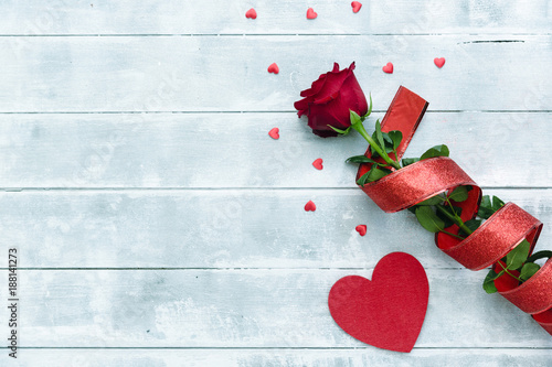 Foto Murales Red rose with hearts for Valentines day background