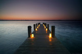 langer Steg mit Kerzen - 188169459