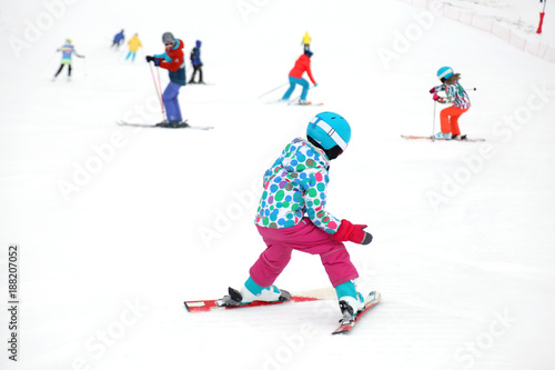 Foto Murales little girl  skiing in the winter resort