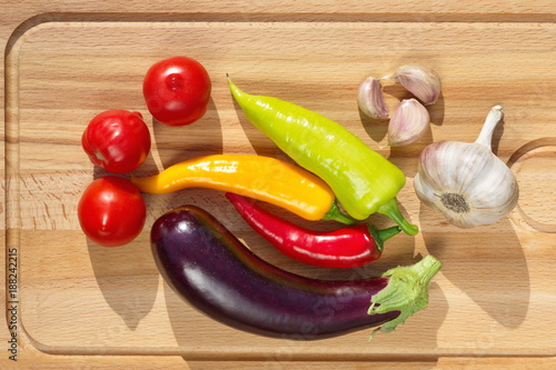 Foto Murales Fresh vegetables on wooden cutting Board