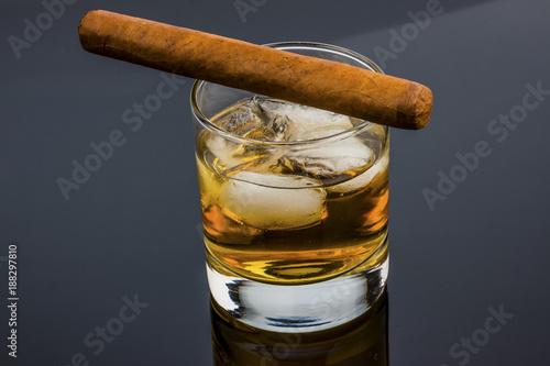 whiskey and cigar - 188297810