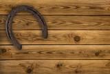 Hufeisen auf  Holz