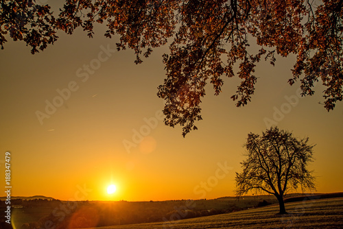 Sonnenuntergang im Herbst - 188347479