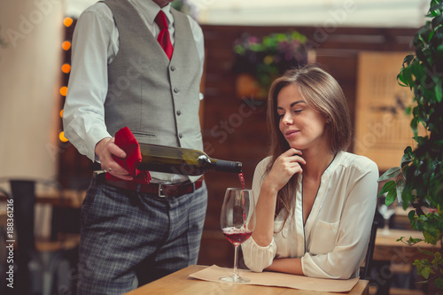 Foto Murales Young woman with a waiter
